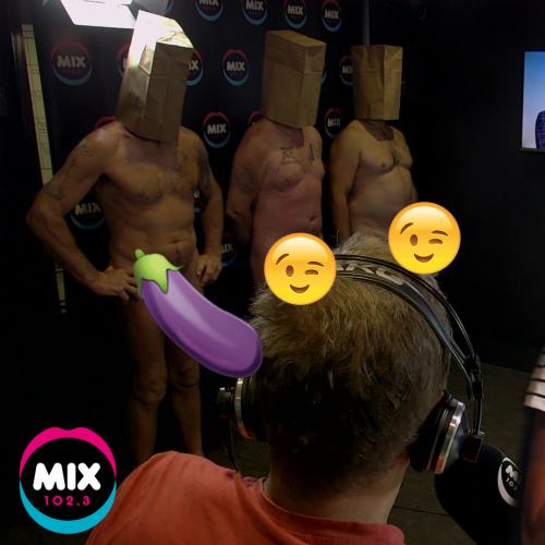 Eeeek! Jodie plays 'Naked Attraction' with three men