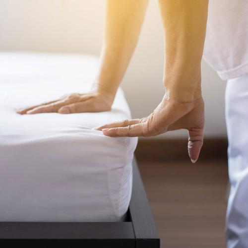 Apparently Fitted Sheets With Instructions Are Now A Thing For Men Who Struggle To Make Their Bed